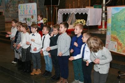 Pasowanie pierwszoklasistów na uczniów 2017_12